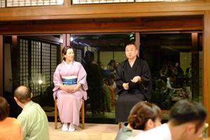 進行役は自らも月光亭春吉の名で落語を披露することがある福岡の女優古賀今日子さん。